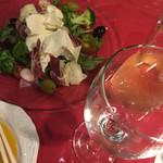 スペイン風居酒屋エルムンド - チーズ豆腐?サラダ。モツァレラチーズ