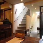 燕食堂 - 入口横の階段