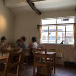 カフェ ド ガモヨン - テーブル席 ψ(^_、−)−☆