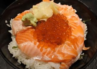 刺身BAR かぶきまぐろ 江戸noren店 - イクラサーモン丼(1500円外税)