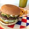 ケーズピットダイナー宮古島 - 料理写真:アボカドチーズバーガー 800円、ポテトとドリンクのセット300円 ドリンクの種類が豊富で、マンゴージュースにしました!ポテトはちょいパサだけど、バーガーはとってもおいしいです!