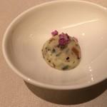 ミチノ・ル・トゥールビヨン - オリーブ豚のポトフ仕立てに添えられたバター