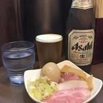 麺屋りゅう - 水 + 瓶ビール + おつまみ皿
