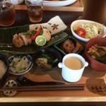 オサンポ - 鶏モモのソテー バルサミコ酢850円