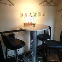 和酒bar uonoya - テーブル席