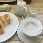フル フル - 紅茶、ミルクをチョイス、アールグレイなのか?少し癖のある紅茶が、このセットにぴったり!おすすめ!