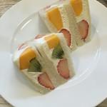 フル フル - フルーツサンドイッチも絶品、次回は、通常サイズで食べたいです。