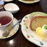 ういるびー - バナナとクランベリーのシフォンケーキ 紅茶