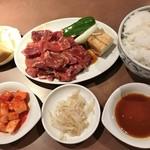 花 - 焼肉定食 1.5人前1,300円
