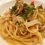 73245553 - イタリア産ツナとキノコドライトマトのスパゲッティ