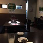 本格焼肉・もつ鍋 肉衛門 - テーブル席