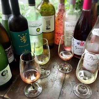 さまざまな料理との相性を考え多様な系統のワインをそろえる
