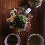 73246142 - 限定海鮮丼1000円と魚汁