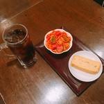 なごみ - コーラハイ(250円) ナポリタン だし巻き玉子(各100円)