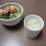 7325330 - 豆乳スープとサラダ