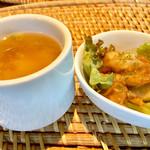 ワイキキ - 味噌汁とマヒマヒの南蛮和え