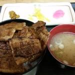ぶた福 - バラ豚丼(税込880円)