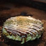 だがし屋 - 料理写真:お好み焼きの基本「豚玉」