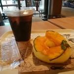 AWESOME STORE & CAFE - アイスコーヒー、柚子みそチェダーベーグル