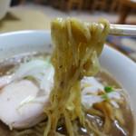 大木 - ドロドロから手繰るのにも難儀する平打ち麺。