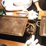 かき殻荘 - テーブルの鉄板