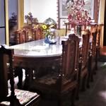 うちやま - お店の 奥にあるテーブル席。