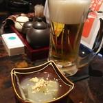 源喜 - 生ビールで乾杯!お通しは冬瓜でした。