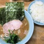 横浜ラーメン 武蔵家  - 料理写真:とんこつ醤油ラーメン+ライス大