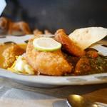 森林食堂 - 長期熟成鶏チキンカレー&ほうれん草キーマカレー も桃豚トンカツハーフトッピング