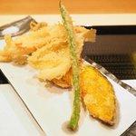 Roppongi SuZuNa - 天ぷら定食 1000円 の大海老、きす、舞茸、カボチャ、いんげん