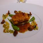 73280535 - ドーバーソールのロティ ジロル茸のデュクセル 香味野菜と柑橘類のコンディマン ズッキーニのムースリーヌ ミント風味 キャラメリゼした魚のジュとシトロンコンフィ