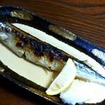 73281040 - 秋刀魚焼いてもらいました。