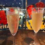 ESOLA - シャンパンも飲み放題です