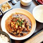 JASMINE 和心漢菜 - JASMINE名物 よだれ鶏 古白鶏の特製香りラー油¥2000 (前菜2品、コーンスープ、ライス、杏仁豆腐付き)
