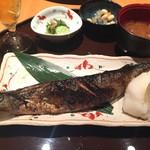 73284013 - 秋刀魚定食