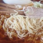 くどうラーメン - 細くて縮れてる麺