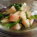 SUN - 桃とルッコラのサラダ 750円