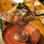 富士屋本店 - 桃のコンポート かき氷 750円