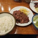 旨味太助 - 2017年9月 牛たん定食 B(五枚) 1850円 (右上は定食Aのおかず)