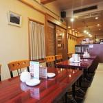 コーヒーショップラルゴ - 内観(テーブル席)