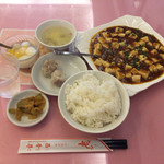 73291651 - E 四川風マーボー豆腐+ライス ¥918-