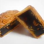 中華菜館 同發 - クルミ入り黒餡大月餅