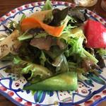 ラ・ベファーナ - サラダもボリュームありますよ