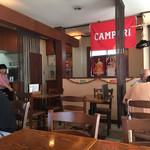 ラ・ベファーナ - 開口面が多いので明るい店内