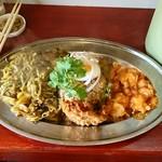中華料理 八戒 - 細揚麺カレー、炒飯、海老チリ掛け