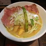 麺69 チキンヒーロー - 鶏極濃(750円、斜め上から)