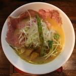 麺69 チキンヒーロー - 鶏極濃(750円、真上から)
