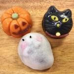 シャトレーゼ - 料理写真:ハロウィン和菓子詰め合わせ 420円(税込) (かぼちゃ・おばけ・黒ねこ)