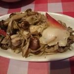 イタリア酒場 エントラータ - ホッキ貝とキノコのソテー