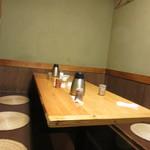 魚魚や 鯛一 - 奥のテーブル席